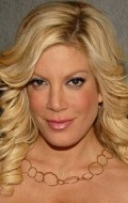 Tori Spelling - wallpapers.