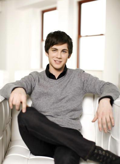 Photo №17135 Logan Lerman.