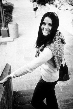 Recent Ali MacGraw photos