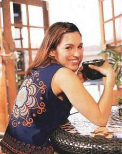 Recent Amy Jo Johnson photos