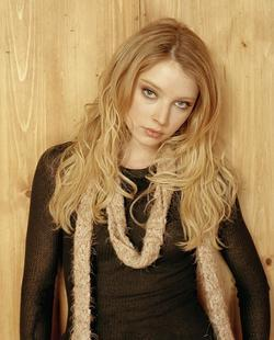 Recent Elisabeth Harnois photos