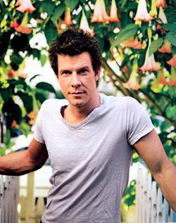 Recent Eric Mabius photos
