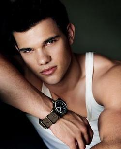 Recent Taylor Lautner photos